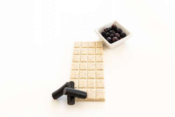 Liquorice blackcurrant chocolate bar
