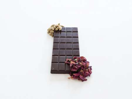 Rose and cardamom chocolate bar